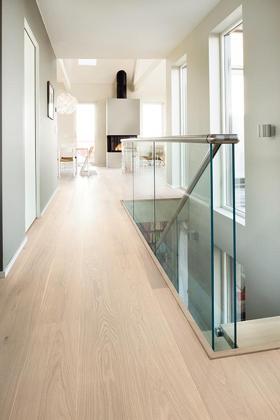 Nordic Oak Ivory Plank Castle