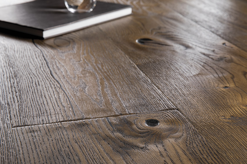 Urban Oak Antique Brown Castle